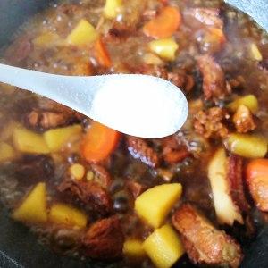 红烧排骨炖土豆的做法 步骤3