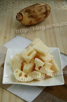 莲藕排骨汤的做法 步骤2
