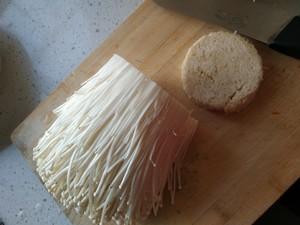 凉拌金针菇的做法 步骤1