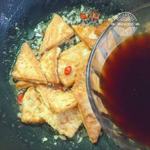 焖煎豆腐的做法 步骤12