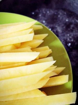 自制炸薯条的做法 步骤4