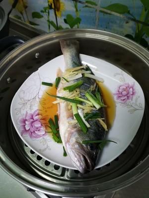 清蒸鲈鱼的做法 步骤1