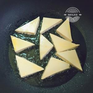 焖煎豆腐的做法 步骤7