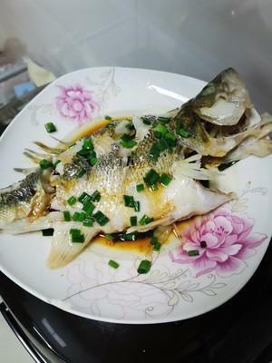 清蒸鲈鱼的做法 步骤4