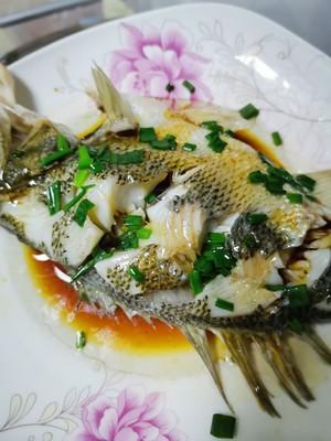 清蒸鲈鱼的做法 步骤5