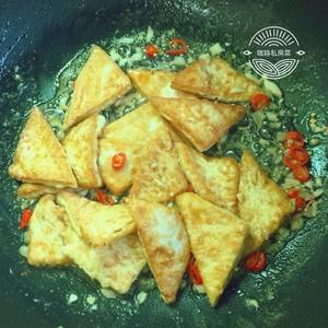 焖煎豆腐的做法 步骤11