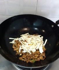 杏鲍菇炒肉丝的做法 步骤7