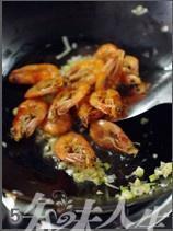 油爆虾的做法 步骤5