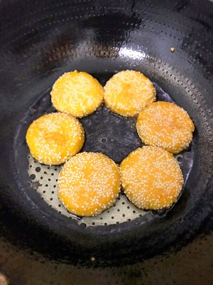芝麻南瓜饼的做法 步骤10