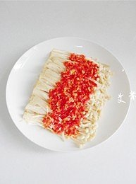 剁椒金针菇的做法 步骤4