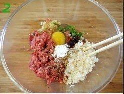 青椒酿肉的做法 步骤2
