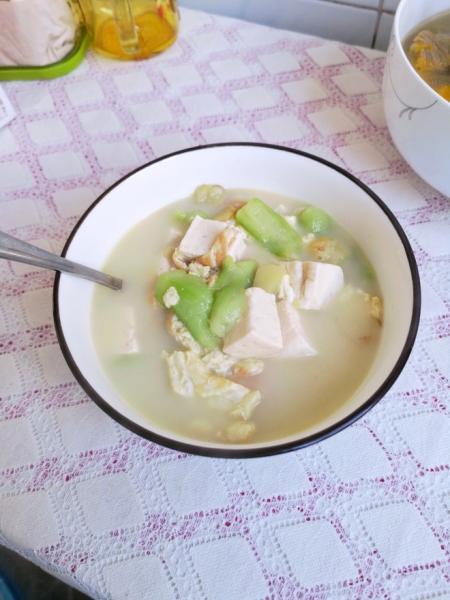 丝瓜豆腐汤(附奶白色汤方法)的做法