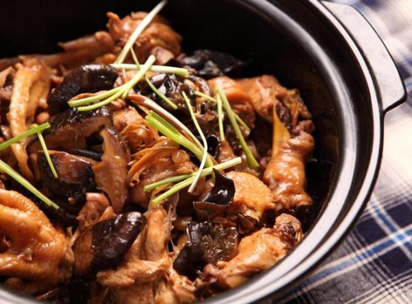 冬菇焖鸡的做法