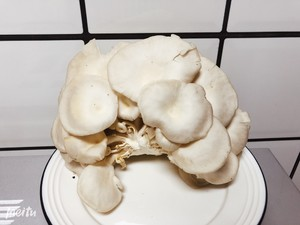 椒盐蘑菇的做法 步骤1