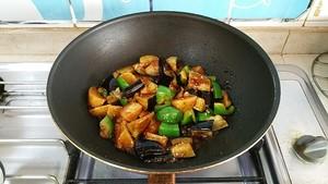 土豆烧茄子的做法 步骤9