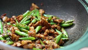 教你小炒肉最简单的做法,好吃又下饭,每次做家人都嫌少的做法 步骤8
