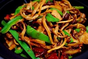 五花肉干锅茶树菇的做法 步骤7