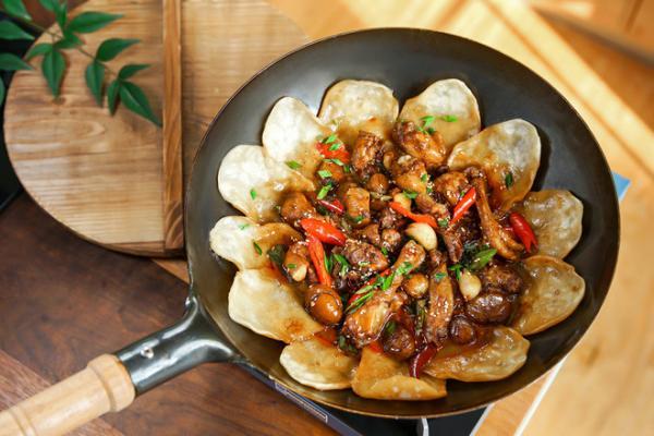 地锅鸡+自制红油的做法