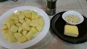蒜香马铃薯的做法 步骤1