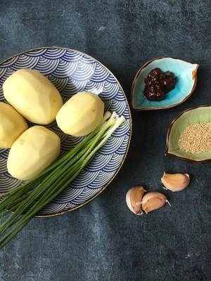 比肉好吃的香煎土豆的做法 步骤1