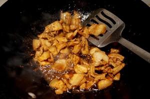 五花肉干锅茶树菇的做法 步骤2