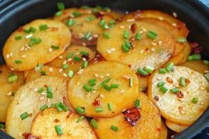 比肉好吃的香煎土豆的做法 步骤5