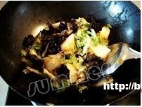 白菜炒木耳的做法 步骤5