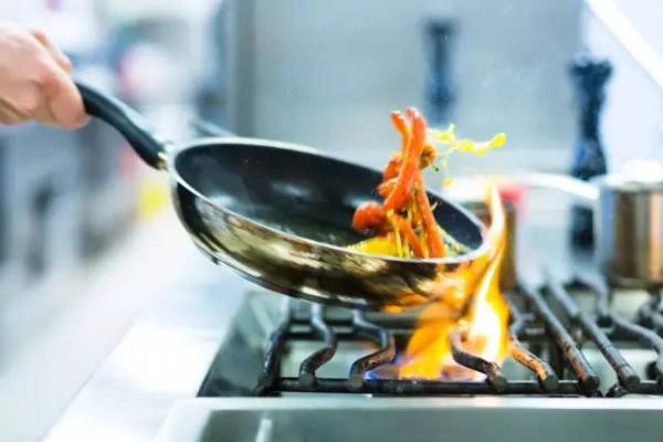 炒菜方法和技巧之如何炒菜油不溅