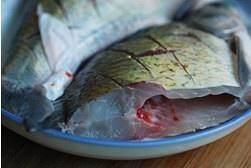 红烧鳊鱼的做法 步骤2
