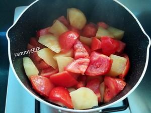 番茄土豆肥牛锅的做法 步骤4