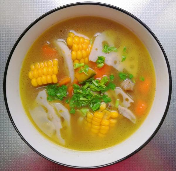 香菇玉米素蔬养生汤 没难度的做法
