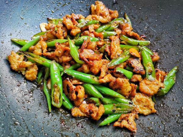 教你小炒肉最简单的做法,好吃又下饭,每次做家人都嫌少的做法