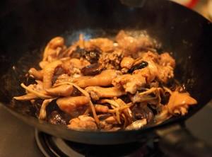 冬菇焖鸡的做法 步骤8