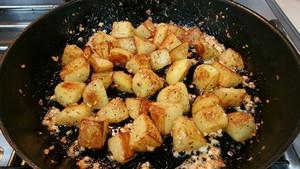 蒜香马铃薯的做法 步骤9