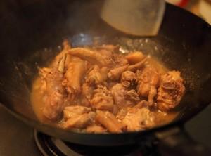 冬菇焖鸡的做法 步骤6