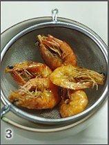 油爆虾的做法 步骤3