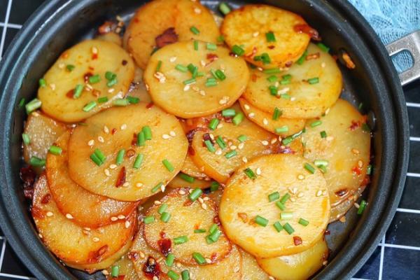 比肉好吃的香煎土豆的做法