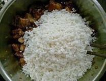 糯米蒸排骨的做法 步骤4