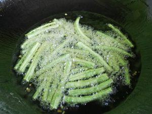 干煸豆角的做法 步骤3