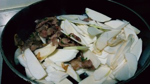 茭白炒肉的做法 步骤4